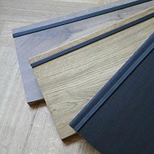 Op maat gemaakte houten delen op traptreden