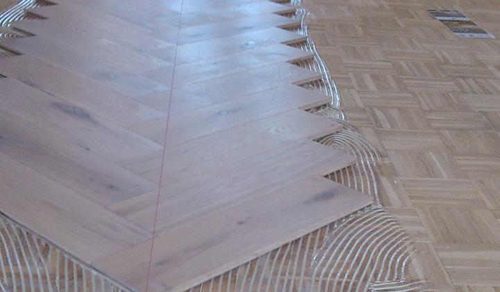 Multiplank houten vloer met visgraad van asselt parketvan asselt